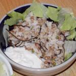 Rýžový salát s řasou, masem a jogurtem